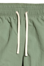 Short swim shorts - Khaki green - Men | H&M 4