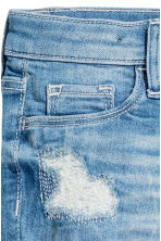Slim fit Worn Jeans - Light denim blue - Kids | H&M CA 5