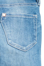 Slim fit Worn Jeans - Ljus denimblå - Kids | H&M FI 4