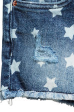 Patterned denim shorts - Denim blue/Star - Kids | H&M 5