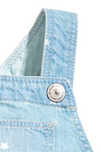 Denim dungaree shorts - Light denim blue/Stars -  | H&M 4
