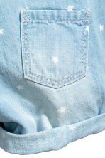 Denim dungaree shorts - Light denim blue/Stars -  | H&M 3