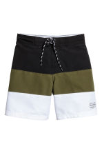 Block-coloured swim shorts - Black/Khaki green - Kids | H&M 1
