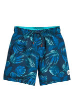 Swim shorts - Dark blue/Leaf - Kids | H&M 1