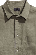 Linen shirt Relaxed fit - Khaki green - Men | H&M 3