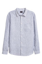 Linen shirt Relaxed fit - White/Blue striped - Men | H&M 2