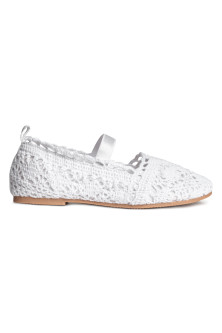 Lace-patterned ballet pumps
