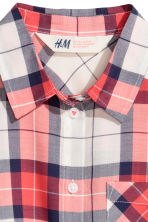 Tie-front blouse - Coral red/Checked -  | H&M 3