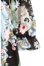 Abito incrociato - Nero/fiori - DONNA | H&M IT 4