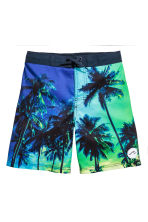 Patterned swim shorts - Cornflower blue/Palms - Kids | H&M 1
