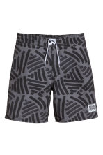 Patterned swim shorts - Dark grey/Black - Kids | H&M 1