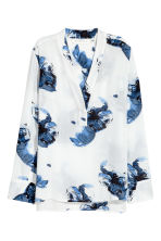 V-neck blouse - White/Blue floral -  | H&M CN 2