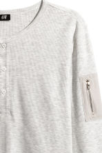 Waffled Henley shirt - Light grey - Men | H&M 2