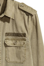 Cotton twill utility shirt - Khaki green - Men | H&M 2