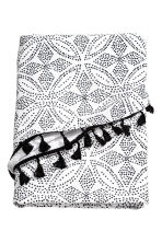 Round beach towel - White/Patterned - Home All | H&M CN 2