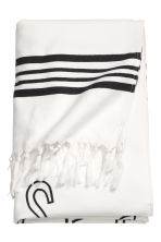 Patterned beach towel - White/Text - Home All | H&M CN 1