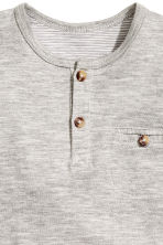 Short-sleeved Henley shirt - Grey marl -  | H&M 2