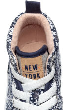 Hi-top trainers - Dark blue/Floral -  | H&M 3