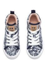 Hi-top trainers - Dark blue/Floral -  | H&M CN 2