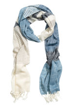 Patterned cotton scarf - Natural white/Blue - Men | H&M 1