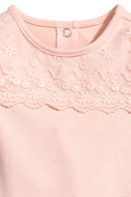 Bodysuit with a lace yoke - Powder pink -  | H&M CN 2