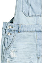 Denim dungaree shorts - Light denim blue - Ladies | H&M 4