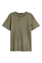 T-shirt with buttons - Khaki green - Men | H&M CN 2