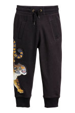 Joggers with an appliqué - Black/Tiger -  | H&M 2