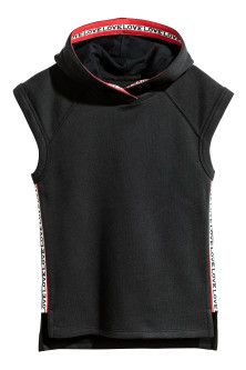 Sleeveless hooded top