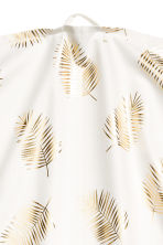 Patterned tea towel - White/Palm leaf - Home All | H&M CN 2