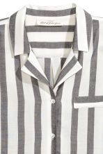 Wide-striped shirt - Black/White/Striped - Ladies | H&M 2