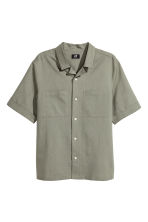Resort shirt Regular fit - Khaki green - Men | H&M 2