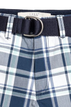 Shorts with a belt - Dark blue/Checked -  | H&M 4