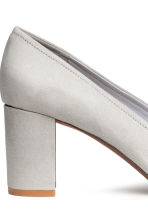Block-heel court shoes - Light grey - Ladies | H&M CN 4