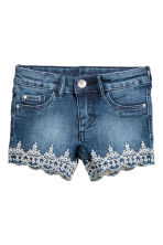Embroidered denim shorts - Denim blue - Kids | H&M CN 2