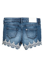 Embroidered denim shorts - Denim blue - Kids | H&M CN 3