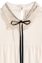 Blouse with a lace collar - Natural white - Ladies | H&M 3