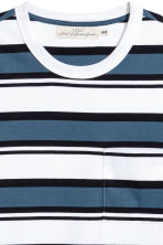T-shirt - White/Blue striped - Men | H&M CN 2
