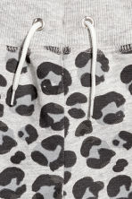 Sweatshirt shorts - Grey/Leopard print - Kids | H&M 3