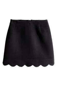 Skirt with a scalloped hem