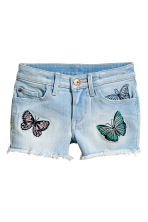 Denim shorts with embroidery - Light denim blue - Kids | H&M CN 1