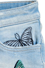Denim shorts with embroidery - Light denim blue - Kids | H&M CN 3