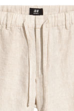 Linen-blend shorts - Natural white - Men | H&M 4
