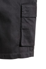 Knee-length cargo shorts - Black - Men | H&M CN 3