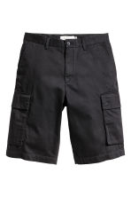 Knee-length cargo shorts - Black - Men | H&M CN 2