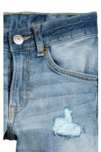 Relaxed Tapered Worn Jeans - Light denim blue - Kids | H&M CN 4
