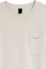 T-shirt with a chest pocket - Light grey - Men | H&M CN 3