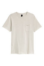 T-shirt with a chest pocket - Light grey - Men | H&M CN 2