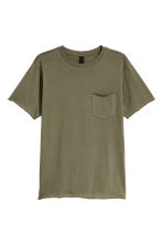 T-shirt with a chest pocket - Khaki green - Men | H&M 2