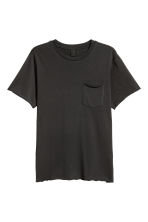 T-shirt with a chest pocket - Black - Men | H&M 2